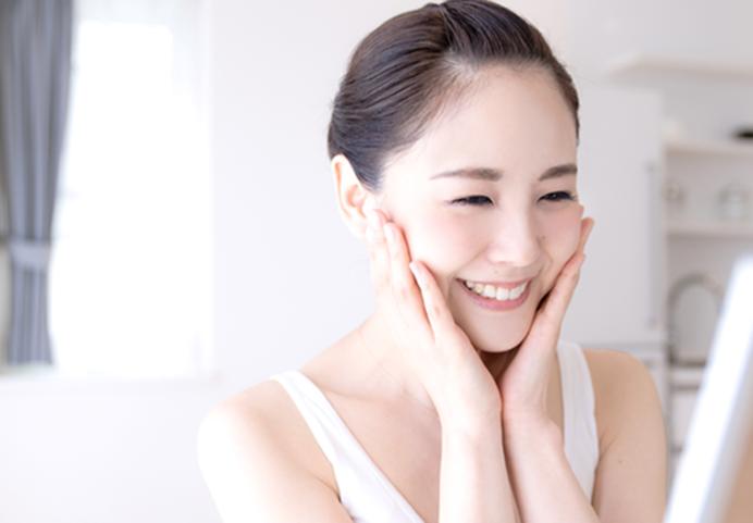 美容効果を実感する女性